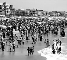 Summer Beach in Black & White by paintingsheep