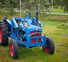 A lonely old tractor by DmiSmiPhoto