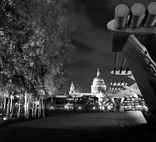 Cyber London in B&W by Alessandro Pinto