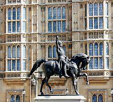 Richard Coeur de Lion (statue) by Avril Harris