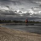 Groyne Lighthouse by axp7884