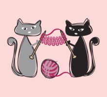 Knitting needles cats with yarn t-shirt T-Shirt