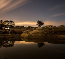 Night at Dog Rocks - Batesford Victoria by Graeme Buckland