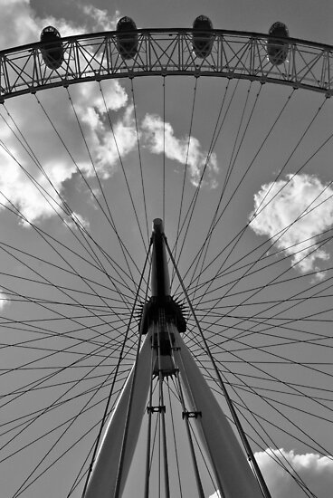 Four pods of the London Eye by Ekl75