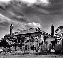 The Country Mansion by wallarooimages