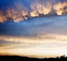 Cumulonimbus with Mammatus clouds by Ian Middleton
