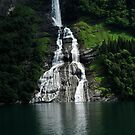 Waterfall in Geirangerfjorden by julie08