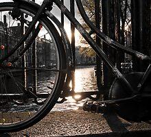 Bicycle on brigde, Amsterdam by mattijs