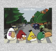 Abbey Birds - T-shirt by DanDav