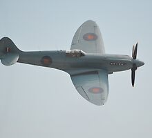 BBMF Spitfire MKXIX (PM631) by Andy Jordan