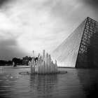 Au Louvre by sandybirze