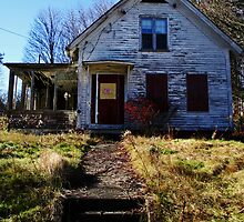 Abandoned Foxboro House V by Kerri  Crau