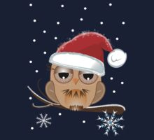 Cute Owl with Santa hat Tee by walstraasart