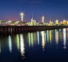 Cunningham pier reflection - Geelong by Hans Kawitzki
