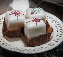 Christmas Parcel Cakes by Sue Martin