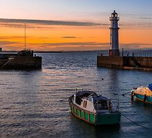 Newhaven Quay by Graeme  Ross
