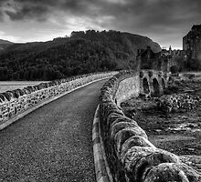 Eilean Donan Castle bridge - Black and white by Guy  Berresford