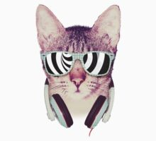 Hipster Cat With Glasses (Illusion) by mullian