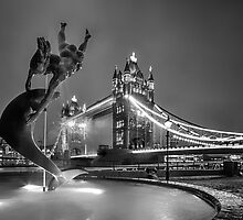 Tower Bridge and Dolphin - mono by Ian Hufton