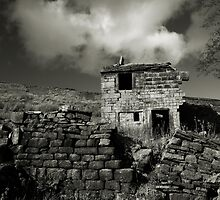 Ruined Farm, West Yorkshire by fotohebden