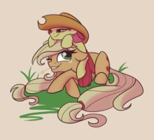 Sisters- Applejack and Apple Bloom by Famosity