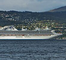 Diamond Princess approaches Wrest Point, Hobart, Tasmania by PC1134