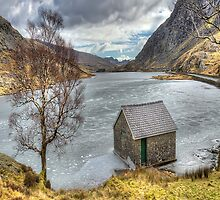 Lake Ogwen View by Darren Wilkes