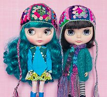 Blythes in Megipupu hats by Zoe Power