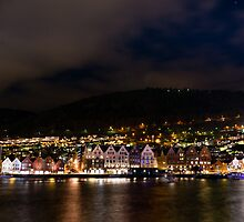 Bergen old town at night by Paulius Bruzdeilynas