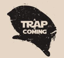A Trap is Coming - black T-Shirt