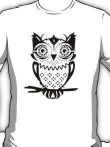 An owl sitting on a branch  T-Shirt