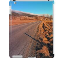 Winter road into the mountains | landscape photography iPad Case/Skin