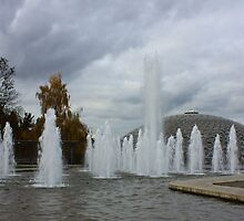 The Fountain at Queen Elizabeth Park, Vancouver by Rod Raglin