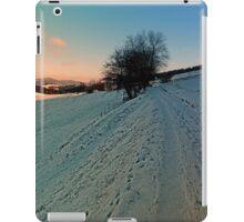 Hiking through winter wonderland | landscape photography iPad Case/Skin