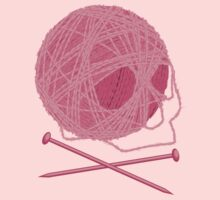 Yarn Skull and Cross Knitting Needles by linesXofXfury