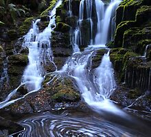 Olivia creek cascade Tasmania. by Donovan wilson