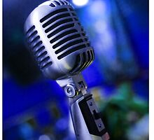 Retro microphone by carloscastilla