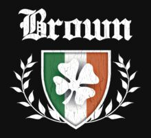 Brown Family Shamrock Crest (vintage distressed) T-Shirt