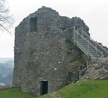 Kendal Castle ruins by photoeverywhere