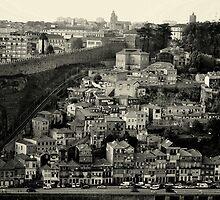 Porto, muralha e funicular by lfoliveira