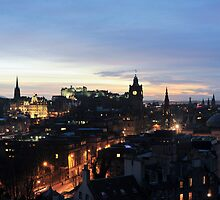 Edinburgh at night by photoeverywhere