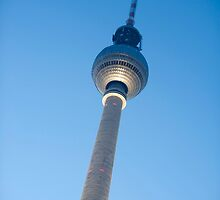 berlin fernsehturm by photoeverywhere