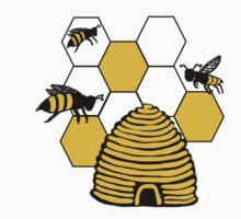 Bee-Shirt by Amber Elen-Forbat