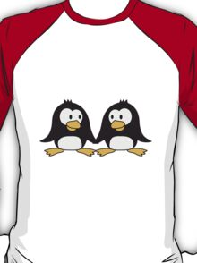 2 cute penguins lovers in love couple love T-Shirt