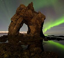 Aurora's Gate by geralttt