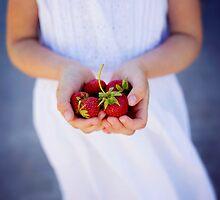Strawberries by VaidaAbdul