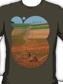 Endless pathway into the distance | landscape photography T-Shirt