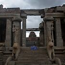Ruined temple in Hampi by magiceye