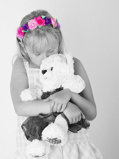 Teddy bear snuggle by wendywoo1972