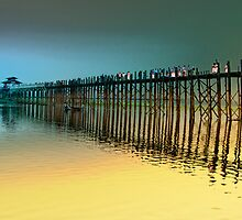 U Bein foot bridge by Claude LeTien